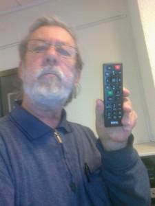 Fjernbetjening til projektor. Brug tænd og sluk knappen. Projektoren er indstillet til brug.